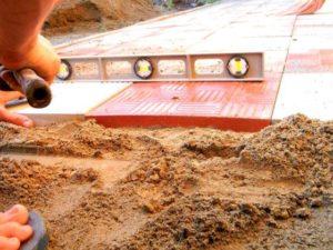 Укладка с засыпкой песка от 650 рублей/кв м