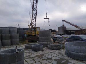 погрузка бетонных колец для доставки по Москве и Московской области